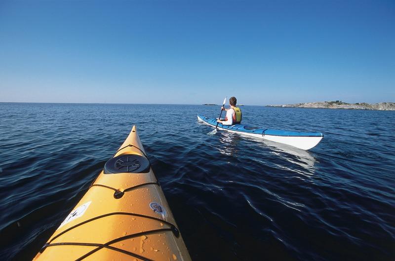 henrik+trygg-kayaking+from+borgen-133
