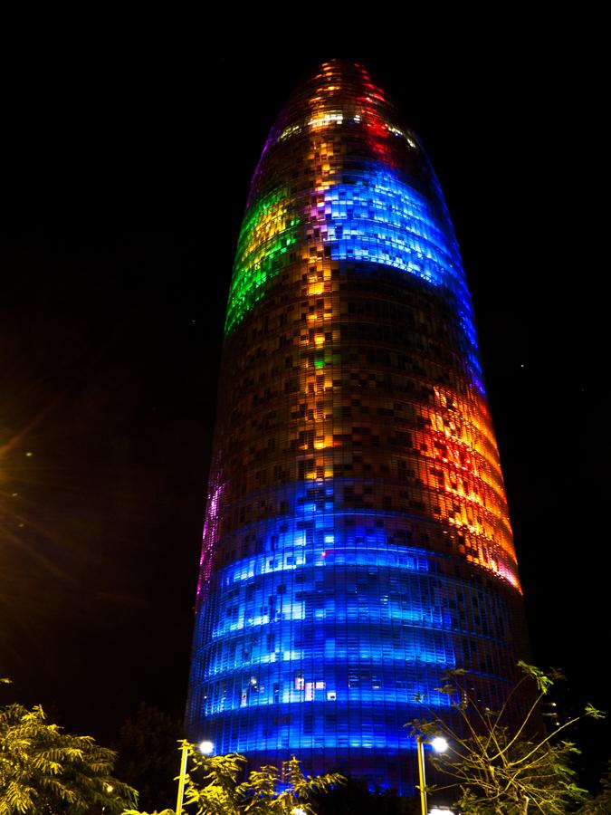 Las mil y una caras de la Torre Agbar - El Arquitecto Viajero
